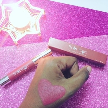Reveiwing today this beautifull stunning looking lipstick from @bellavoste . . . 🦄 BRAND NAME - Bella Voste . 🦄 RANGE - Utli Matte Chubby stick . 🦄 Price - Rs. 499 . 🦄 Product inside - 3.8gms . 🦄 SHADE NAME - Rose Crush 01 . . . 🦄 CLAIMS MADE - 1. Silky and creamy texture 2. Full coverage with satin matte finish 3. Long lasting with rich colour payoff 4. Colour doesnot bleed on lips . . . 🦄 ARE THE CLAIMS FULLFILLING ? 1. Silky and creamy texture - ✔ 2. Full coverage with satin matte finish - ✔ 3. Long lasting with rich colour payoff - For 3to 4 hours 4. Colour doesnot bleed on lips - ✔ . . . 🦄 IMPRESSION - 1. Over all for the price and weight i loved this Chubby stick. 2. The shade ROSE CRUSH 001 is actually a very crushing shade and will suite most of the skin tones. 3. The colourpayoff or pigmentation of this stick is totally worth it. 4. The fragnance is kind of sweet and candy like. 5. It lasted on my lips for 3 to 4 hours without re-applying ( with water and food intake test ) 6. The stick is itself of good material and no risk of breaking ot, even when you accidently fall it ✔✔ 7. It does transfer . . . 🦄 Adorable Ratings - 💄💄💄💄💄 ( 5 star ) . . #bellavoste #bellavostelipstick #chubbystick #lipstick #lipstickswatchandreview #glamego #rosecrushshade #adorablewe #youtuber #review #lipsticktest #lipsticktestingtime #worthbuyinglipsticks #bellavosteindia #swatches #beautifullipstick #influencer #indianyoutubber #indianinfluencer