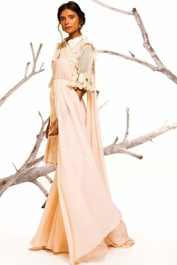#Doily by #NityaBajaj #effortless #fluid #stylish Shop us at www.nityabajaj.com  Shot by @prashhant_awasthi  Talent @laxmipandey14 HMU @savleenmanchanda  #fashion #fashionphotography #ivory #fusionwear #instagram #instafashion #instalike #ootd #fashion #doilycampaign #nityabajaj #labelnityabajaj  #doilybynityabajaj