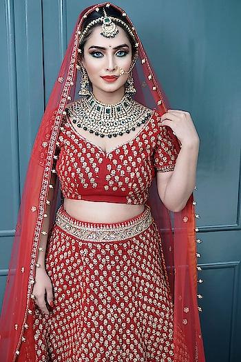 Bridal shoot for @redfox.academy  #beautifulbride #bride#bridalshoot #love #prettybride #lovemylook #makeup #makeover #eyemakeup #mesmerising #stunning #smokeeyes #eyemakeup#dolledup#diiyalamba#diyalambaofficial#redfoxacademy#makeupartist #star #celebrity #blogger#fashion#jewelry