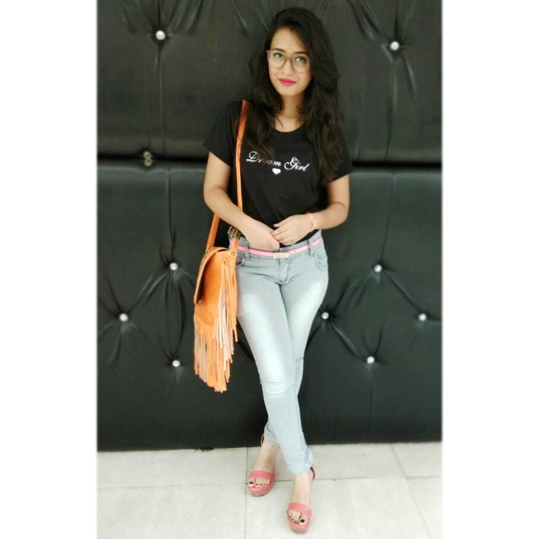 can follow me on Instagram @pri010sharma #followforfollow #followme #instagram  #delhistylist