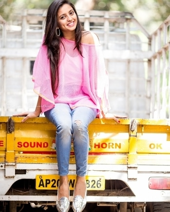 Pretty pink poncho from @goswankyyofficial  #trendalert  #ponchotrend #fashionbloggersofindia #fashionblogger