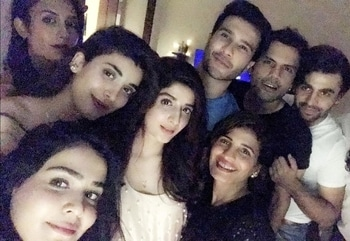 #HumaimaMalick, #UrwaHocane, #FerozeKhan, #FarhanSaeed and friends with birthday gal, #MawraHocane! 😍🔥🎉