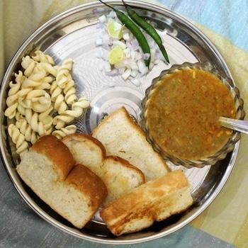Sunday breakfast scenes #sundayscenes #breakfast #mornings #pavbhaji #laysindia #laystwistz #indiancuisine #foodlover #foodpics #foodphotography #foodblogger #lovetoeat #livetoeat  #food
