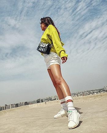 Neon on my mind💥 #todaysootd . . . #fashionblogger#fashioninfluencer#lifestyleblogger#bloggerlife#personalstyle#suratblogger#indianblogger#fashiongram#fashionista#neon#neonoutfit#neonjacket#postoftheday#instamood#instagood#riyalekhadia