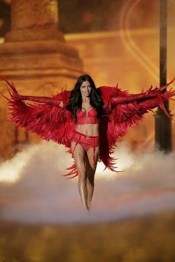 Red...  #adrianalima #supermodel #angel #victoriasecrets #vsangel #womensfashion #womensstyle #fashionforwomen #blog #blogger #fashionista #accessoreries #designer #luxury #lifestyle #couture #ootd #picoftheday #dress #shorts #heels #shoes #life #bloging #instablogger #adityathaokar #maleblogger #slay #redcarpet #winterstyle #womensfashion #womensstyle #fashionforwomen #blog #blogger #fashionista #accessoreries #designer #luxury #lifestyle #couture #ootd  #models