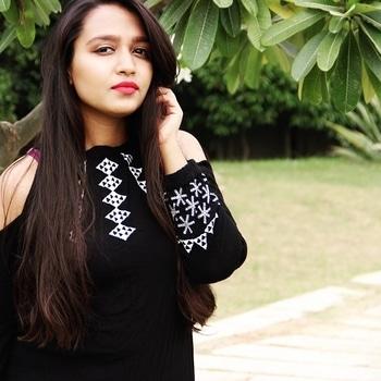 #sistersjournal #outfit #style  #streetstyle  #instagood #cute #me #followme #instadaily #pictureofheday #tbt #instamood #instagram #instafashion #photooftheday #followformore #ootd #tagsforlikes #fashionblogger #delhi #indianblogger #plixxo