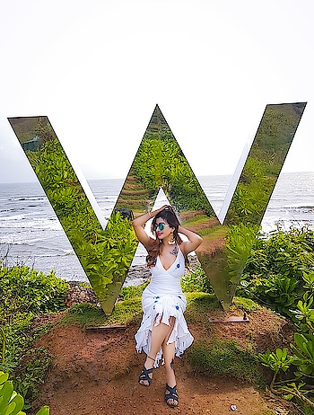 @Whotelgoa A must in yOur Bucket List at VagatOr Beach...One Of the mOst satisfying place😇tO enjOy setting Sun🌅The Flashy Golden InstallatiOn Of the W at the Entrance Offers a playful interpretation Of the TraditiOnal design💕and alsO is a favOurite spOt fOr that picture perfect mOment...📸🤩 in lOve with this prOperty...Guest Service rOcks..fully Pampered💕💃@whotels u are wOrth it👍🏻 • #whotelgoa #whotel #whotels #wgoa #Travelsnotebook #luxurylifestyle #LuxuryBlogger #holiday2018 #loveforgoa #mocktails #sunsetbeach #soswhotel #vagatorbeach #leisuretime #goagirl #ilovetravel #RoshniKapoor #Diamondgirl #Queenism #Pune #HauteManmzel #Fashionblogger
