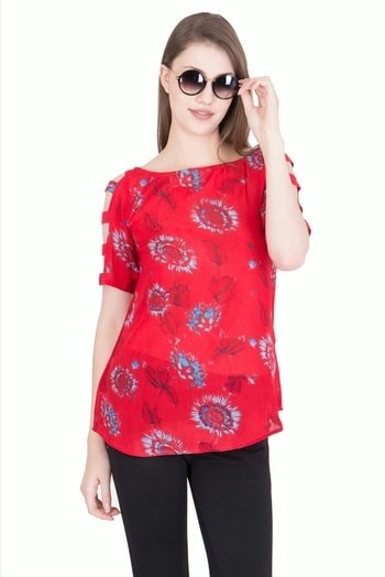 Red Chilli top with flower motifs for the season @simbhacreations  #summerdays #summer-looks #look of the day ##attractive❤ #attractivestyle #stylishclothes #love-yourself #fresharrivals #2017trend #simbhacreations