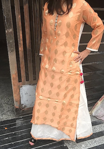 Rate:1350/-  👰🏻 Double Layered Kurti 👰🏻  *Fabric Details* Stitched Chanderi Fabric Double Layered Kurta With Cotton Fabric Linning Having Brouch On NeckLine *Accessories* : Tussels *Size* : 40 *Length* : 56