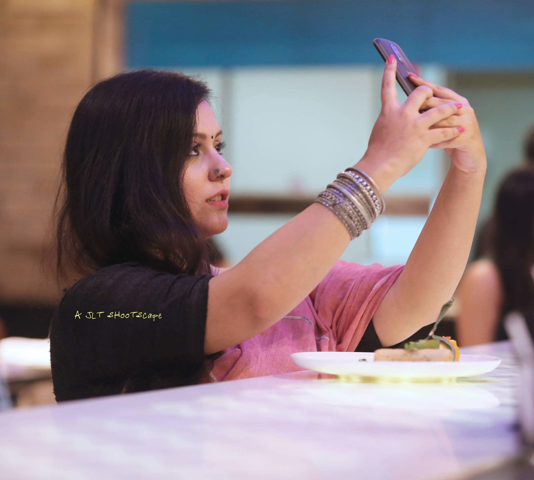 #dinedazzledive #selfie #saree #fashion