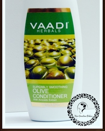 Vaadi Herbals Superbly Smoothing Olive Conditioner reviewed on my blog. Read here:http://www.hercreativepalace.com/2017/05/vaadi-herbals-olive-conditioner-review.html #hercreativepalace #vaadiherbals #conditioner #hair #haircare #review #swatch #blogged #newblogpost #hairconditioner #naturallymade #hcpkanika #kanikasharma #delhi #india #blogger #beautyblogger