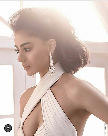 #earrrings #kajaleyes #whitetop #juicy #hot boobs #divadhawan #fashionquotient