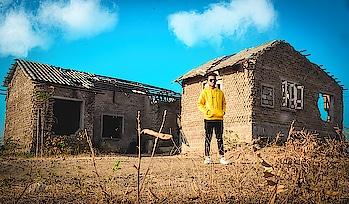 💛🖤💛 @amansable @amansablepresents @neersonins #photographerlife #photography #amansablephotography  #amansablepresents #aseditography #asphotography #portraitphotography #lit #litpic #fullshot #longshots #longshot#dramatic #portrait #blur #portrait_ig #look #pose #poser #posefx #poser