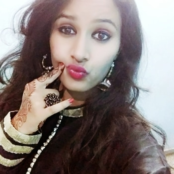 Don't hate me for having perfect pout 😜😉💋👄💄 #poutylips #smile #makeup #eye-makeup #redlipstick #eyes #earrings #indiantraditionawear #black #ring #natural-hair #makeuptrend #wedding-outfits #lipsticklove #lipshades #lipshaped #traditional #traditionalstyle