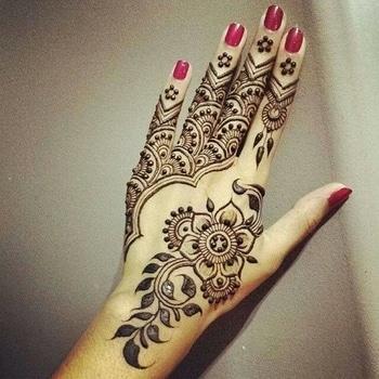 simple mehandi design for wedding season