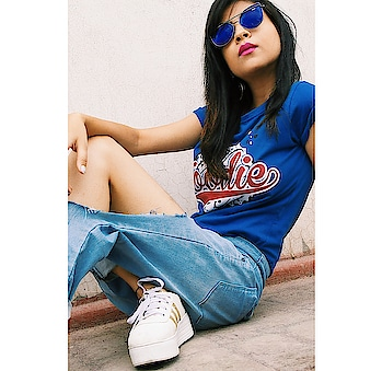 Monday Blue's? NAYYY🤘 . . . . . #diksha #fromposetocloth  #fashionblogger#fashionhack#style#stylist#diy#hacks#amritsarblogger#fashionista#sdmdaily#plixxo#plixxoblogger#popxofashion#popxo#pikreviewblogger#dessinerstore#sephora#myntra#shoes