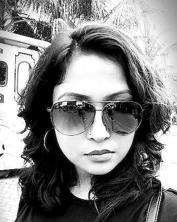 Because black and white is never out of fashion.   #blackandwhite #momentscaptured #love #selfiequeen #sunglasseslover #followme