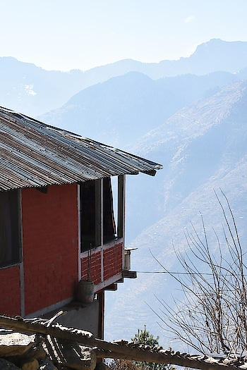 Himachali house at top...!!Bijli Mahadev Kullu, Himachal Pradesh..!! #dslrphotography #advanturous #musafir #captured #roposo-telent #himachali