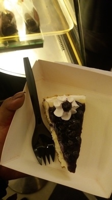 #suggestion- if ur from #kolkata  and planning to go to #parkstreet  for Christmas....do have a #cheesecake from #flurys .its #delicious Price-Rs 100 for one slice.  #food