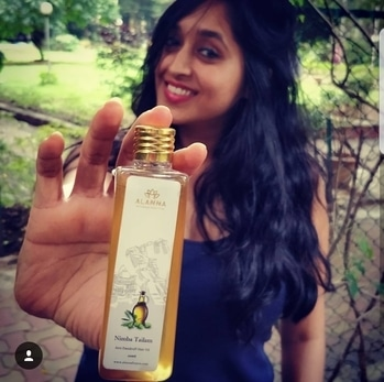 Recently got my hands on this 100% natural hair oil from @alanna_naturally_beautiful and it's simply perfect for someone like me who prefers all the home made remedies for skin and hair. This oil is paraben free, sulphate free and it's handmade consisting of olive oil,  sweet almond oil, mahua oil, neem and honey. Perfect for dry itchy scalp and restores lustre. Ive used it thrice so far and i love it. #alannaxspoina #spoinablogger . . #hair #hairsolutions #silky #smooth #lustrous #oil #hairoil #100percentnatural #handmade #almondoil #oliveoil #neem #honey #antidandruff #perfect #productreview #reviewer #bloggerlife #influencer #fashion #lifestyle #luxury #photooftheday #tweegram #fashionph #fashionista #fashionblogger #collaboration