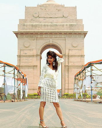 Happy Independence Day guys🇮🇳🇮🇳🇮🇳🇮🇳🇮🇳#sonaliawasthii #independenceday2018#independence#indiagate#sheinofficial#maxfashionindia#high-heels#skirt-forevernew