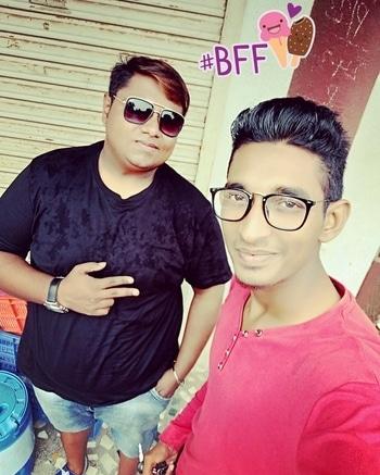 #friends #Djs #chilling_out .. #favouritefriends, #bff