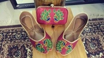 buy punjabi jutti @+918053462088 #carnival#happyshoes#brightshoes#prettyinpink#wedmegood#instashoes#instalike#instashop#instagood#summershoes#summerhues#indianbride#indianshoes#handcrafted#handmadeshoes#jutti#khussa#mojri#mohali#Chandigarh#delhi#canadapunjabi#usa#jutties#punjab#goa#boutique#butterfly #punjabijuttis  #punjabijuttis  #punjabijutti #punjabijuttiforladies #fulkarijutti #leatherpunjabijutti #embroideredcluthandjutti