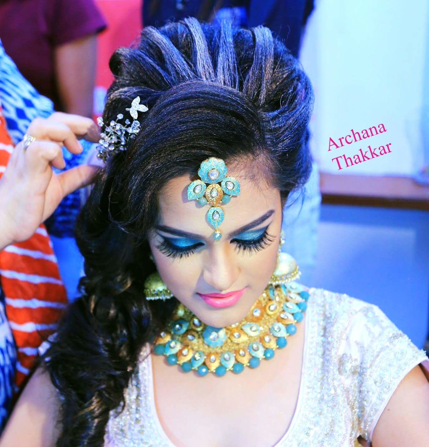International Hair Styling on Real hair is something Diffrent.... Archana Thakkar Master Class of Hairstyle & Makeup Begins from 3rd January to 7th. 2018. Learn new Latest Trends for upcoimg season....... we offer practice using our makeup products, we offer free stay for out station students..... calll-whatsapp : 9769494898.