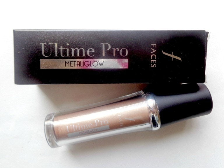 Faces Ultime Pro Metaliglow Champagne Review  • Travel-friendly packaging and affordable as a highlighter. • 3 shades available: Opal, champagne and topaz. • Very creamy and easy to use. • Gives a very healthy looking natural glow to my face in minutes. • Very fine illuminating particles which create an even layer of glow. • Very long lasting; does not smudge or budge. • Won't transfer while talking on the phone. • Does not create a greasy or an oily cast hence perfectly suitable for summers. • Perfect shade for my fair to medium skin-tone.  #mustbuy #facescosmetics #mettalic #lovegold #glowbyjazz #makeupgeek