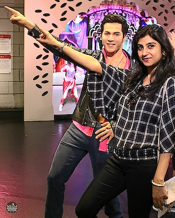 💃🕺 Saturday Saturday, Chal Dhire Dhire 💃🕺🎶🎵 With the #waxstatue  of handsome hunk #actor  Varun Dhawan 😍😉 at #madametussauds  #hongkong 🇭🇰 Happy Weekend my buddies ❤❤ #anamikachattopadhyaya #naturalbeautyandmakeup  . . . . . . . . . . . . #statue  #weekendfun  #throwback 🔙 #varundhawan  #bollywood  #hero  #modelpose  #entertainment  #travel  #travelfun  #madametussaudshongkong #waxfigure #naturalbeautyandmakeupblog #hongkongblogger #lifestyleblogger  #travelblogger  #roposotraveller  #museum   #bollywoodlove  #travellersnotebook #roposolove