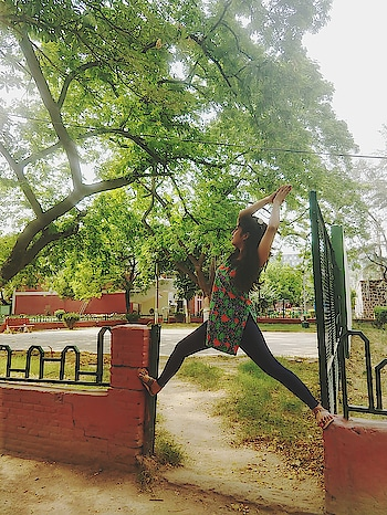 Happy international yoga day#internationalyogaday2018#sonaliawasthii#indianbloggersroposo#ropsofashion#soroposofashion