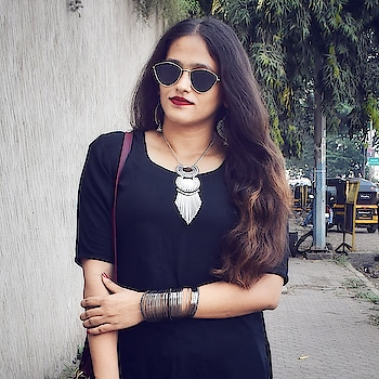 black is pyaar ❤ . . . . . #fashionbloggersofindia #indianblogger #indianblog #fashionbloggerindia #fashionista #mumbaiblogger #mumbaifashionblogger #ootd #roposoblogger #styleblogger #streetstyleblogger #bohostyle #bohofashion #silveraccessories #sunglasses #redlips #messyhair #oxidisedjewellery #bangles #roposogal  #outfitinspiration #acquiringanaqua