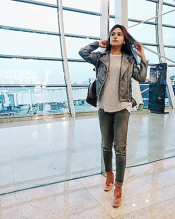 ✈ to the first travel collaboration of 2018 with @shrujanindia 💮🌿 . . . . . #wardrobesecrets #shrujan #airportlook #craftfestival #travelblogger #travelinfluencer #travel #mumbaifashionblogger #travelblog #mumbailifestyleblogger #mumbaitravelblogger #mumbaibeautyblogger #mumbaibloggers