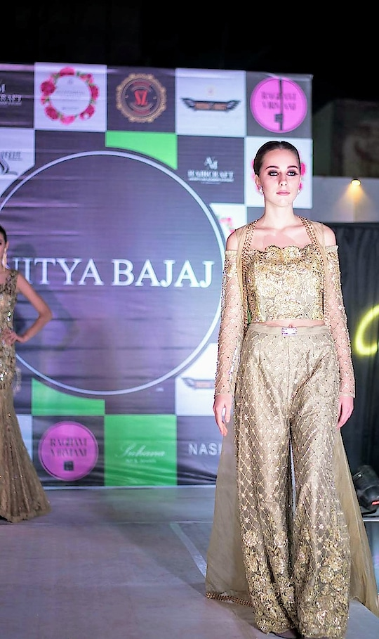 Get destination wedding ready with our all crystallised gold bodice and high waisted pants completed with an organza Abaya😍 Made with @swarovski @swarovskiforprofessionals @crystalsfromswarovski   Grab our hand embroidered pieces from #meshbynityabajaj perfect for your wedding occasions 🥂 #labelnityabajaj #NityaBajaj #fashionshow #show #NityaBajaj #gold #crystals #mesh #autumnwinterfestive2018