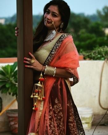 indianwedding#indianbride #weddingbells_786 #bridetobe #bridegoals #bridalwear #bridalfashion #bridalinspiration #southasianbride #allthingsbridal #brideessentials #beautifulbride #bridechillabridaljewellery #bridalpotrait #floraljewellery
