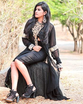 That black lady🔝⚫ . . #blackwoman #black #heals #indowesternstyle #lookbooklookbook #blogger #bloggerlife #fashionphotography #fashion #beautyblogger #beauty #photography #potraitmood #fashionblogger  . . . #ootdfashion #outfitoftheday #plixxo #plixxobypopxo #roposo #chic #indianblogger #hyderabadblogger #hyderabad #delhiblogger #stylist #stylistlife #boho #sandhyareddy #thatvoguesoul