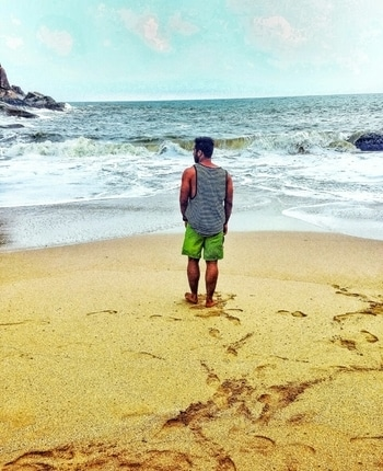 Please let me stay here..... It's a dream to make a cottage at this shore & just stay here forever!! . . . . #indian #goadiaries #goa #beach #beachlife #beachlook #beachlove #waves #water #lovetotravel #travel #travelling #travel-diaries #roposo #roposotraveldiaries #roposoblogger #blogger #blogstyle #travelstyle #travelthrowback #musafir