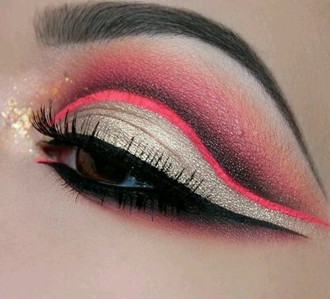 SCRUNCHIE.. How perfect is this cut crease eye makeup. Use Hydra Liner for this sharp Hot Pink Line!  #beautiful #hydraliner #hotpink #ropolove #eyemakeup #prettylook 💞💞💞