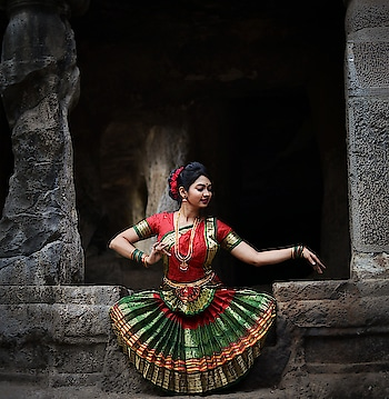 This is what makes me feel blessed about the Indian classical dance... It's not just for entertainment... It's for bringing relief to our soul with each step and beat... PC @mumbai.photographer #bharatanatyam #bharatnatyampose #bharatanatyamdancer #bharatnatyamdance #bharatnatyamdancers #classicaldancer #poser #danceislife #happiness #passion #dancerforlife #meerajoshi #actress #performer #dancer #lifeofadancer #passion #kokankanya