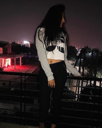 Light has its own darkness 🐥 . . . . . . #gurgaonblogger  #winter #winterlookbook2018#pandahoodie #hoodies #sheinofficial #bloggerstyle #bloggerlife #fashion-blogger #instadaily #indianblogger  #indianbloggerscommunity  #indianblogger2018 #indianbloggersnetwork  #styleicon #passionatelove #lifeisbeautiful ❤️ #fashioninspiration #fashionblogger #instabeauty  #instagood #instagramhub #winterfashion  #winteroutfit  #winterstyle  #gurgaon  #90sfashion  #90sfashionbattle #instadaily #delhitravelblogger