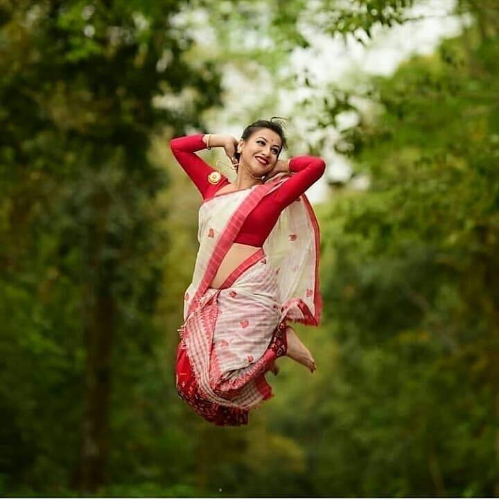 super click #photography #saree #aunty #funnyphotos