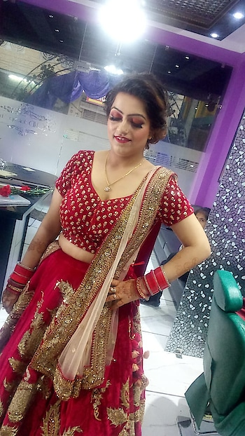 Makeup#partymakeup#evng_party#redlehenga#newlywed#eye-makeup#roposobeauty#happyclient@makeup__orchid