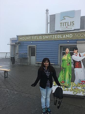 Last year when I travelled! #switzerland #traveldiaries2017 #mounttitlis #europetrip #happy...😆😆😆 #ddljatmounttitlis #travller #makeupaddict005 #indianyoutuber #memories #roposopost #pose