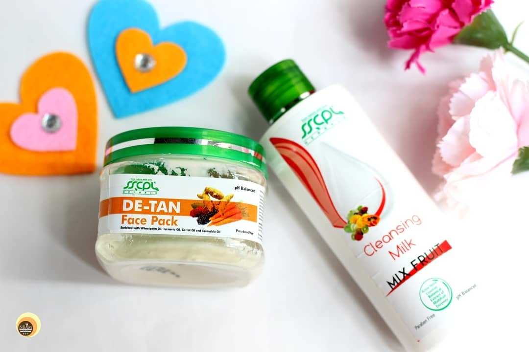 Hi everyone 😍! Reviewed @sscplherbals Mix Fruit Cleansing Milk & De-Tan Face Pack on my blog #naturalbeautyandmakeup ☺ To know about my experience with them, please click the link given in bio 👆 #prsample #collaboration . . . #sscplherbals Products are ➡️ . 🌸 Cruelty-free . 🌸 Herbal . 🌸 Made from 💯percent vegetarian ingredients . 🌸 Affordable . . Have you tried these products? Let me know in the comments ☺ . . . . . . . . . . . #herbal  #herbalskincare #skincare  #skincareblogger #beautyblogger  #cleanser #facepack  #skincarelover #crueltyfreebeautyproducts #veganbeauty  #nbamblog #skincareherbal #discoverunder5 #naturalbeautyandmakeupblog #naturalskincare  #greenbeautyblogger #indianbeautyblogger  #ropososkincare #roposophotography
