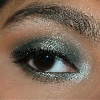 💚💚💚 green halo!!  #makeupguru #eyemakeuplook #shimla #muadelhi #makeupfanatic1 #smokey-eyes #lashesonfleek #eyeshadowpalette  #eyemakeup
