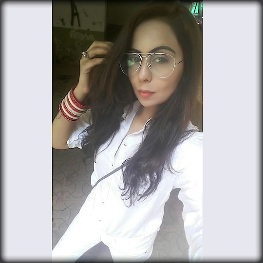 I Change the Colour now which compliments the shade of Red❤ , that is .....White 👕 with the #desiswag of #chuda ✌  Wearing White on White 😎 Shirt-:@dorothyperkins  Denims-:@bare.denim  #whiteonwhite #whiteshirtstyle #whitedenim #whitesneakers👟 #desiswag #chuda #chudalove #shadeofred #dorothyparkins #baredenim #redchuda #makeyourownstyle #styleinspirationoftheday #bloggerindia #modeling #silvershades