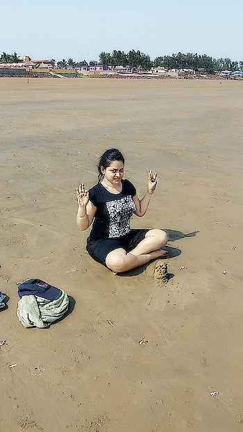#mandarmani #beach #withparent #redglasses #redtop #westbengal #westbengaltourism #sunrise #sunkissed  #beachholiday