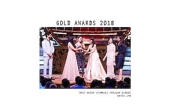 Making us proud is Sriti Jha @itisriti who wins the best actor female in popular choice  Wearing @labelnityabajaj #fragmentsbynityabajaj  Styled by @ankiitapatel @etikothari  #gold #award #sritijha #winner #Fragments #goldawards2018