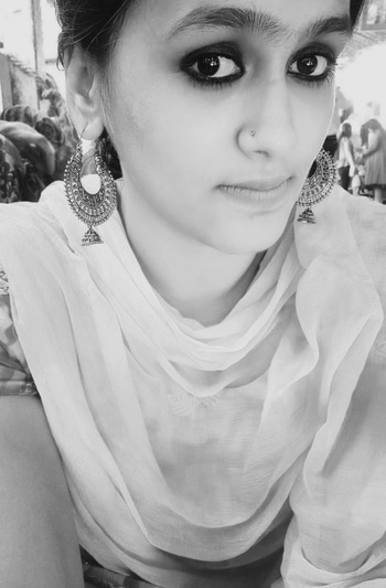 Behind the most beautiful eyes, lay secrets deeper and darker than the mysterious sea. . . #smokeyeyemakeup #indianjewellery #earrings #maybelline #nudelips #maybelline #blacknwhite #eyes #play   #fashionbabe #beautyblogger #tranditional #travelblogger #fashionblogger  #indianbloggercommunity #roposoblogger #soroposo #roposobeauty #roposogal #eyemakeup