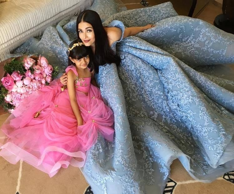 Cannes 2017: Queen Aishwarya Rai Bachchan poses with her princess Aaradhya.Aishwarya Rai Bachchan and daughter Aaradhya look no less than a fairytale in this picture.